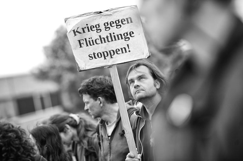 Krieg gegen Flüchtlinge stoppen.  © Roland Geisheimer