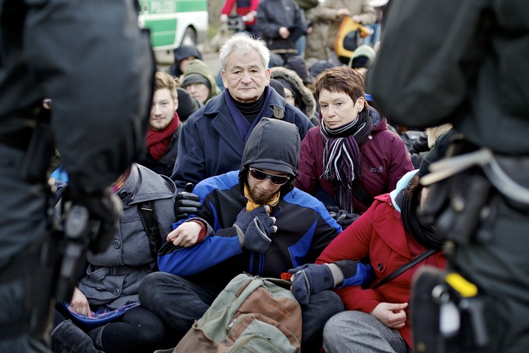 Proteste gegen Neonazidemonstration
