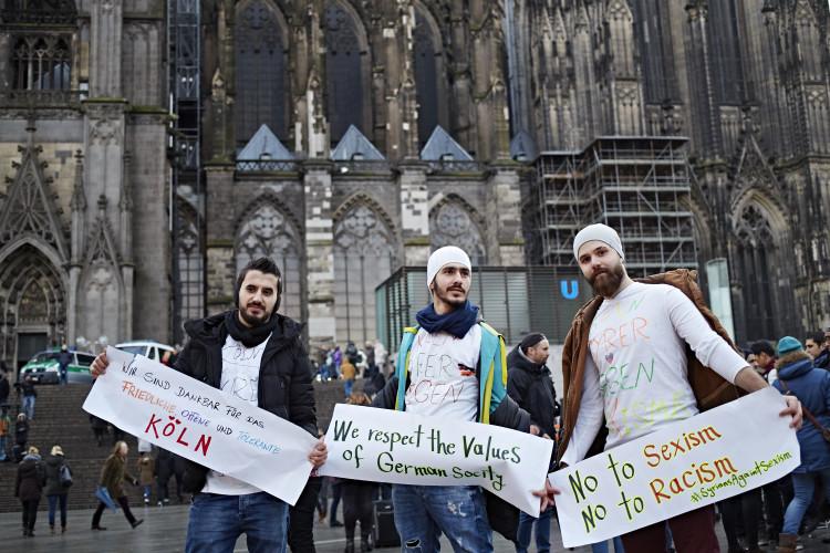 Flüchtlinge gegen Sexismus und Rassismus gegen Sexismus und Rassismus